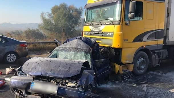 На Киевщине в масштабном ДТП столкнулись 7 автомобилей