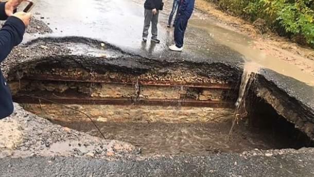 На Одещині через зливу обвалився міст