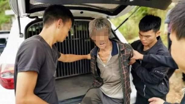 Китайская полиция нашла мужчину, который 17 лет прятался в пещере