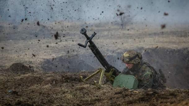 В результате обстрелов на Донбассе погиб военный