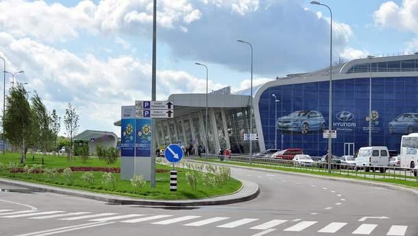 """Аэропорт """"Львов"""" работает в штатном режиме после катастрофы самолета Ан12"""