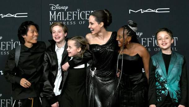 """Анджелина Джоли на премьере фильма """"Малефисента: Владычица тьмы"""""""