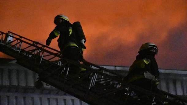 Пожар на складах в Днепре