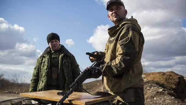 На Донбассе боевики обстреливают участки разведения сил на линии разграничения