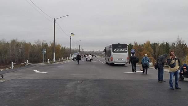 Возле разрушенного моста в Станице Луганской установят автобусные остановки