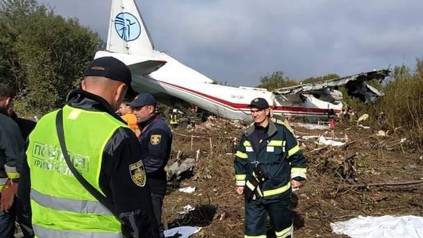 Полиция назвала основные версии авиакатастрофы Ан-12 под Львовом