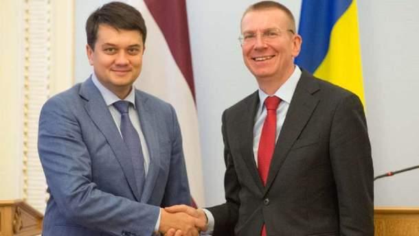 Разумков зустрівся з главою МЗС Латвії Рінкевичсом