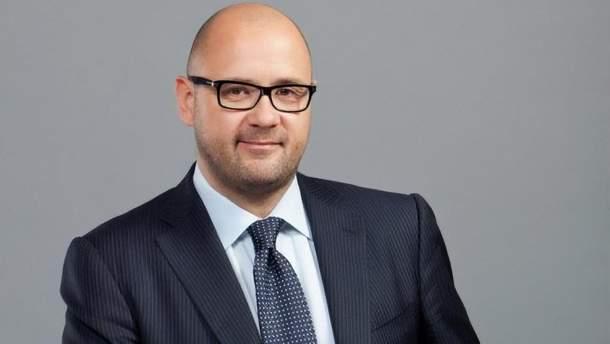 Святаша подозревают в завладении 1,1 миллиарда гривен средств Уксиббанка