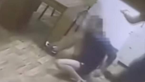 Поліцейські жорстоко побили затриманого в Одесі