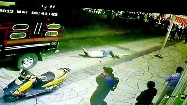 Привязали к авто и протащили по улицам: в Мексике наказали городского мэра