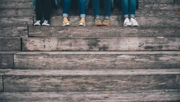 Серед українських підлітків зростає залежність від алкоголю, наркотиків та соціальних мереж