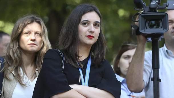 Бойова Мендель: прессекретарка Зеленського  відштовхнула журналістку  (відео)