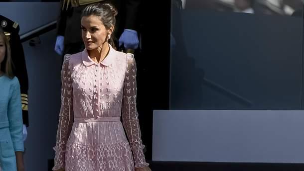 Ніжно-рожева пудра в поєднанні з метеликами: як виглядає найніжніший образ королеви Летиції