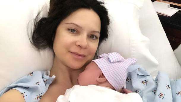 Лилия Подкопаева с ребенком