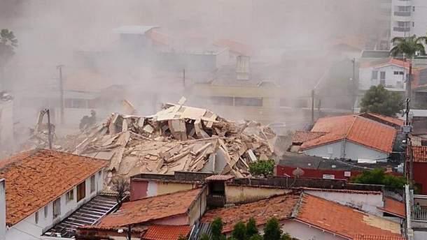 Багатоповерхівка з людьми обвалилася у Бразилії