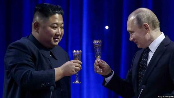 Кім Чен Ин повторив образ Путіна на коні: фотопорівняння