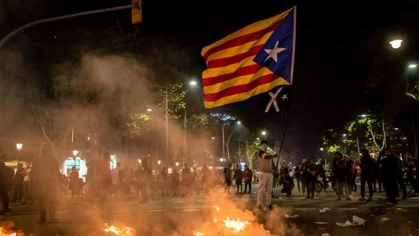 Хаос в Барселоне: все, что нужно знать о массовых протестах в Каталонии