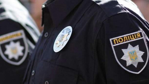 Порушник затиснув руку поліцейського дверцятами свого авто