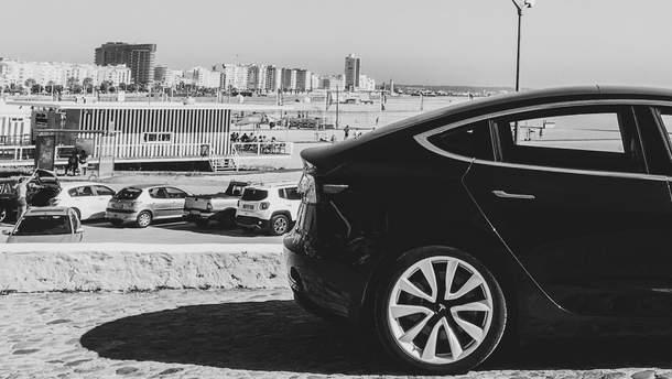 """Электрокары Tesla сами себя """"убивают"""""""
