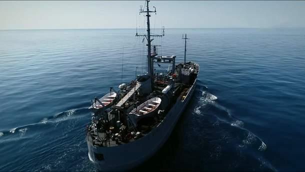 Напад російських кораблів на українські: які маневри використовують