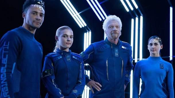 Как будут выглядеть космические туристы: Virgin показала костюмы
