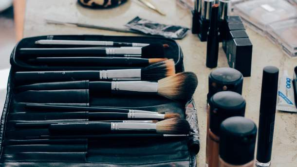 Підшкірні прищі на обличчі: чому з'являються та як лікувати