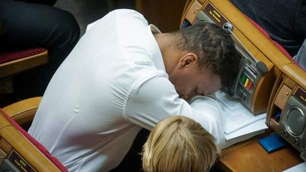 Беленюк спит на заседании Верховной Рады