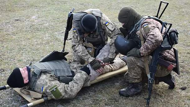 Українські військові зазнали поранень на Донбасі