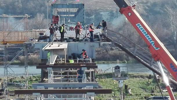 Монтаж моста в Станице Луганской