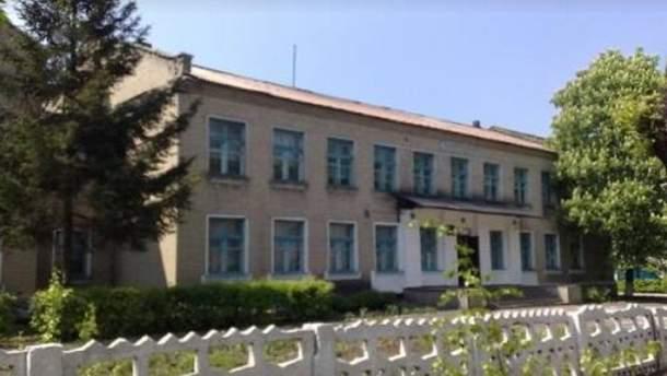Обстіли школи у Новотрошківському – дітей евакуювали