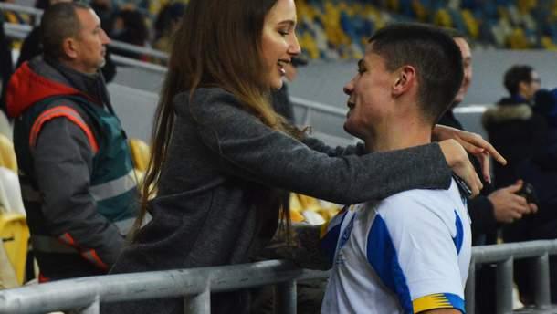 Денис Попов с девушкой