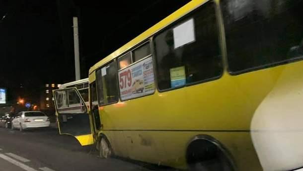 Во Львове прямо во время движения у маршрутки отвалилось колесо