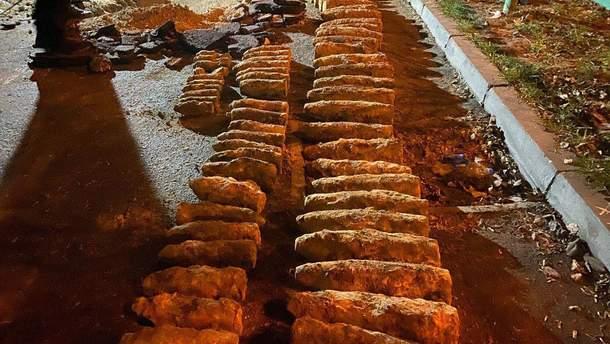 Склад с боеприпасами обнаружили в нескольких метрах от Шулявского моста
