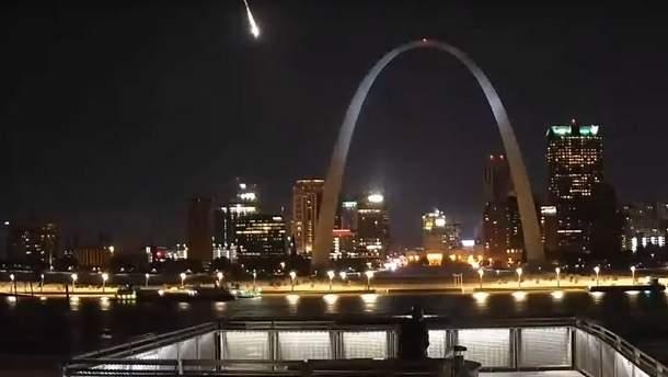 Метеорит пролетів над містом у США: яскраве відео