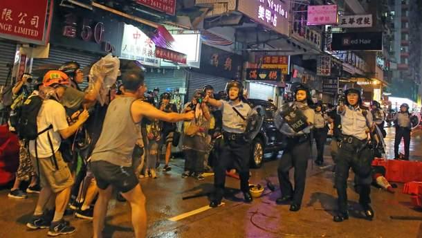 """Гонконг: """"Хто не скаче – геть в Пекін!"""""""