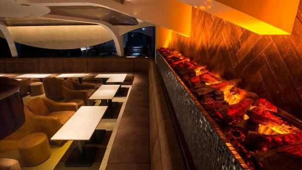 Електрокаміни в інтер'єрі: як виглядають готелі і ресторани з таким дизайном