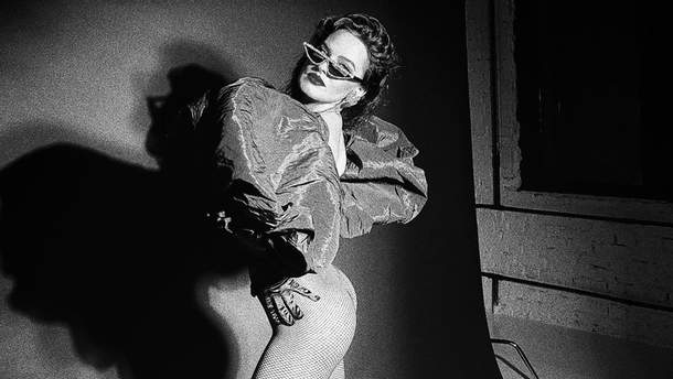 Лише в одних колготах у сіточку: Даша Астаф'єва показала результат сексуальної фотосесії