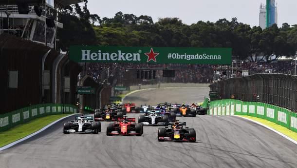 Ферстаппен выиграл гран-при Бразилии, Хэмилтона оштрафовали, пилоты Ferrari столкнулись