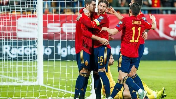 Разгромные победы Испании и Швейцарии, 9 голов от Италии: результаты Евро-2020 18 ноября