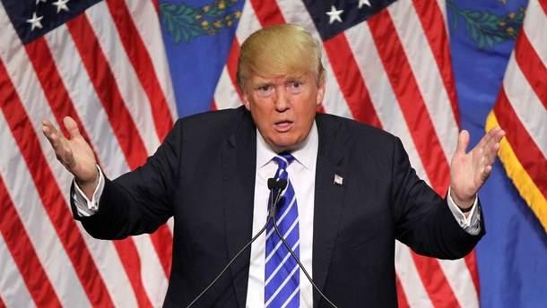 """Трамп у """"кишені"""" Путіна: світ побачила скандальна книга секретів Білого дому"""