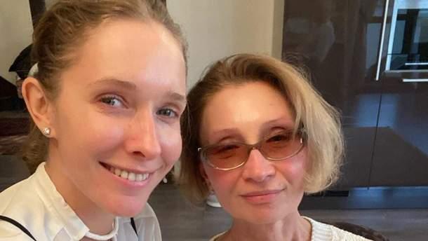 Катя Осадча відсвяткувала день народження мами: яскраві фото із застілля