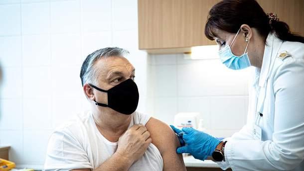Слідом за президентом: Орбан зробив щеплення китайською вакциною від COVID-19
