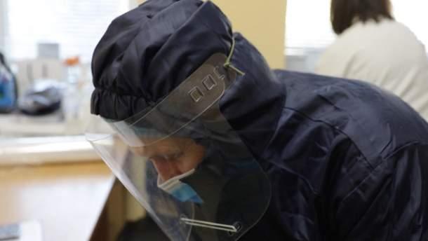 Коронавірус в Україні: добова кількість госпіталізованих впала удвічі