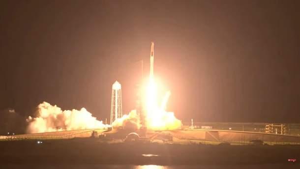 SpaceX запустила ракету Falcon 9 з пілотованим кораблем Crew Dragon до МКС