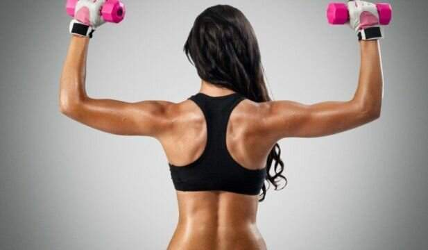 Упражнения с гантелями помогут хорошо проработать мышцы