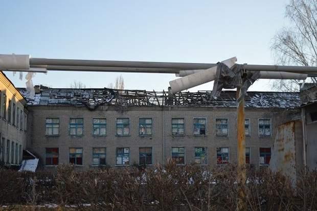 Школа в Новотошківці, пошкоджена артилерією