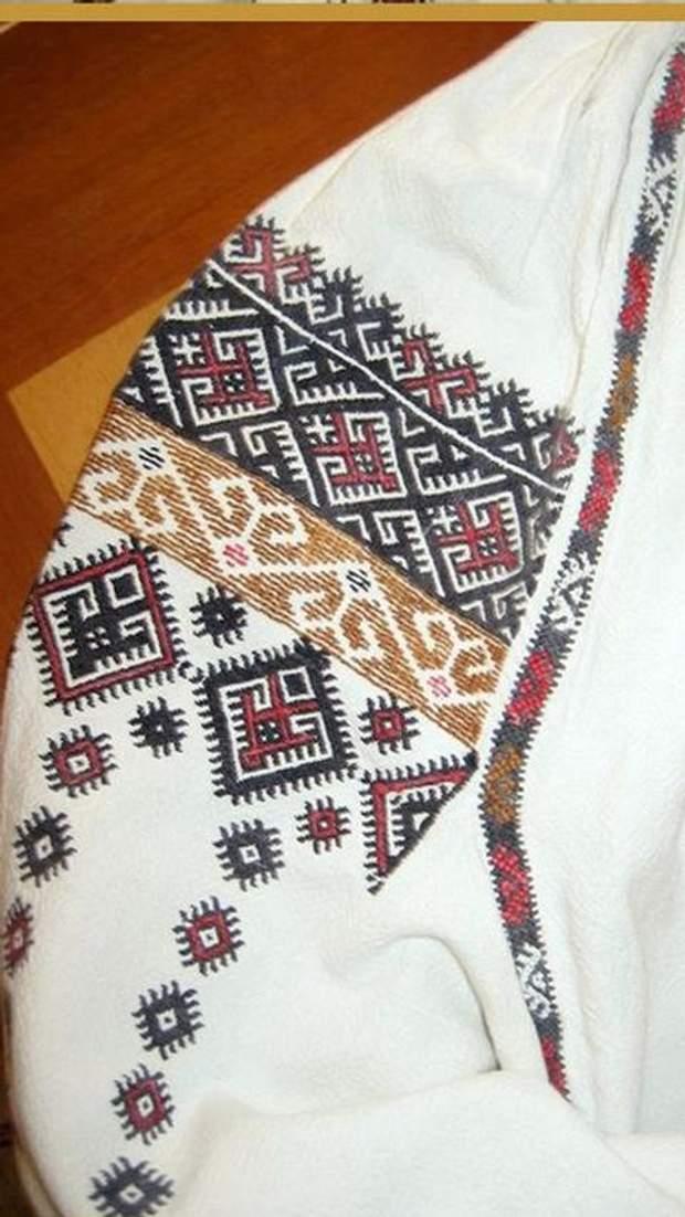Одесская вышиванка с пухликами