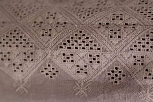 Рівненські вишиванки – чисто білі