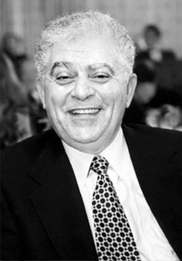 Він один з найвідоміших у світі українських дизайнерів чоловічої моди. Саме  він створив унікальний метод пошиття костюму без зняття попередніх замірів  з ... 617f59b86883d