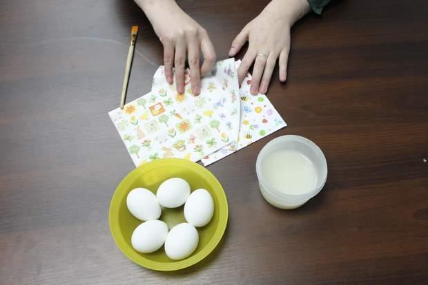 Декупаж пасхальних яєць